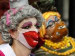 Actors in Drag March to Highlight Virus Threat to UK Theater